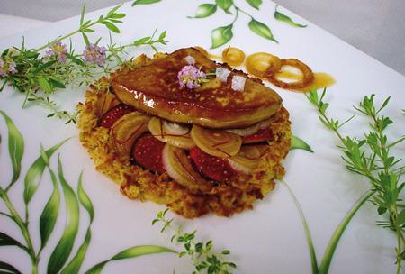 Oignon doux des Cévennes en tartelette feuilletée tiède aux figues et foie gras de canard poêlé, caramel vanillé aux épices