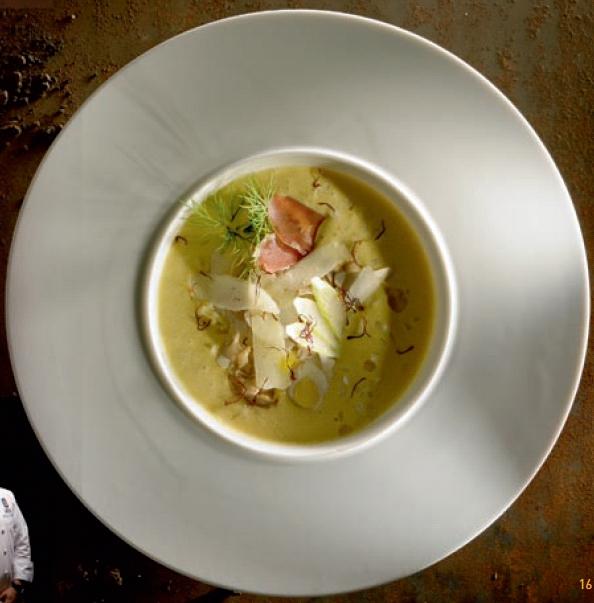 Gaspacho d'oignons doux des Cévennes safrané, pétales de cèpe, parfum de truffe blanche